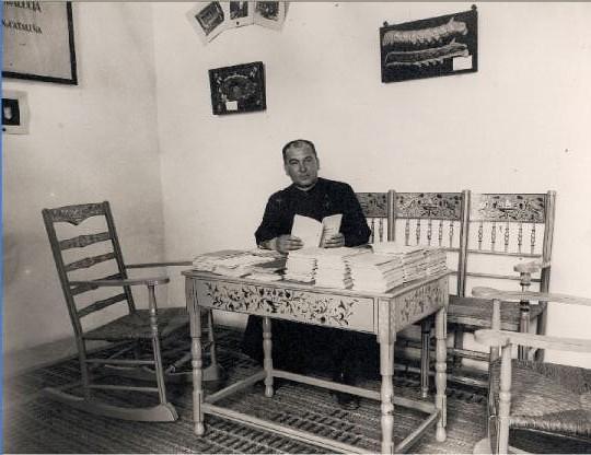 Bernardo del Campo, capellán-administrador de los trabajos de cultivo de gusanos de seda en el Monasterio de San Bernardo en 1925