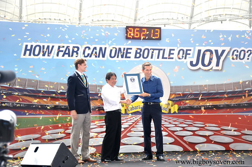 the Guinness World Record with JOY dishwashing liquuid 5