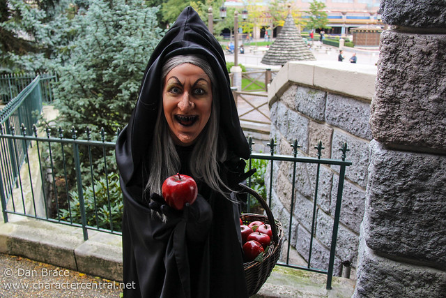 Disney Villains Mix and Mingle in Fantasyland