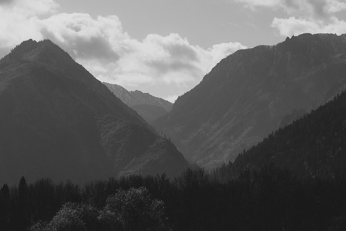 blackandwhite pacificnorthwest mountains nature landscape scenic scenery leavenworth pnw clouds olympusomdem5 olympusmzuikoed75mmf18 washington microfourthirds