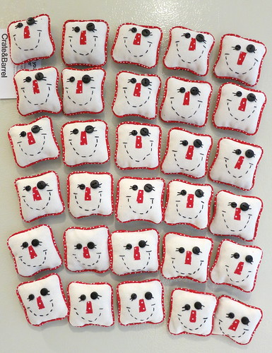 15 sets of Silly Snowmen refrigerator magnets