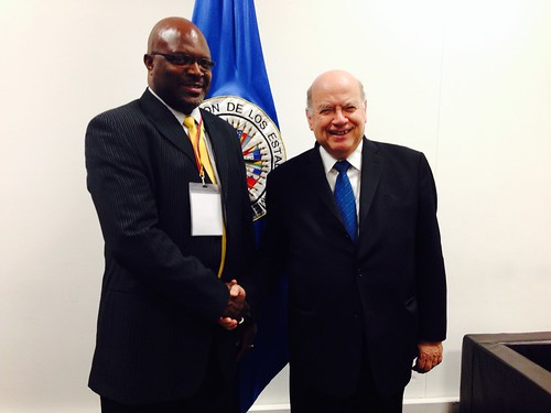 Secretary General Insulza Meets with the Attorney General of Barbados