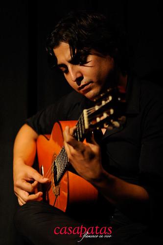 """Luis Miguel Manzano, guitarrista de Madrid, perteneciente a la familia de """"Los Pelaos"""", que tantas alegrías han dado al flamenco. Foto: Martín Guerrero"""