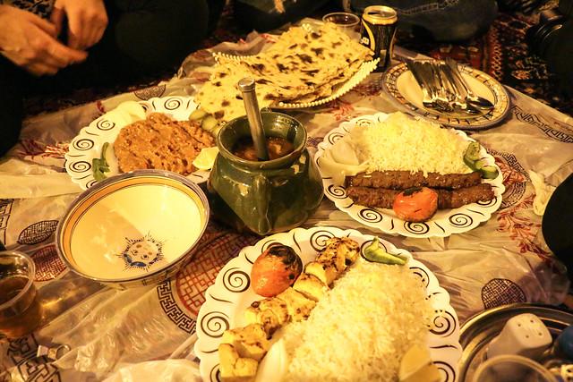 Iranian foods for dinner, Niayesh Boutique Hotel, Shiraz シラーズ旧市街のホテルでイラン料理の夕食