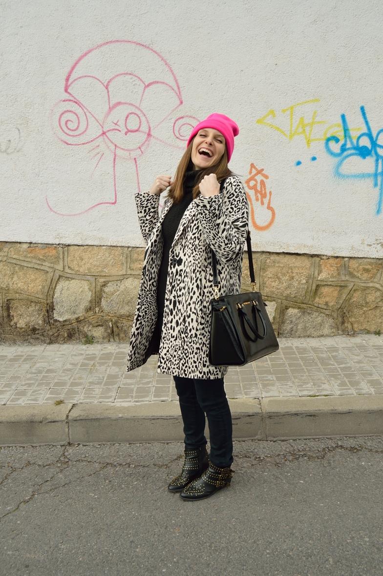 lara-vazquez-madlula-blog-fashion-pink-beanie-happy