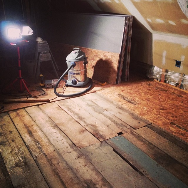 Alex managed to get 2/3 of the chipboard up yesterday - amazing - and he's laying the new subfloor. #diy #renovations