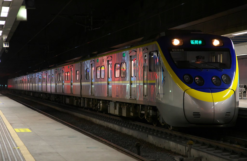 1318 Local Train EMU800