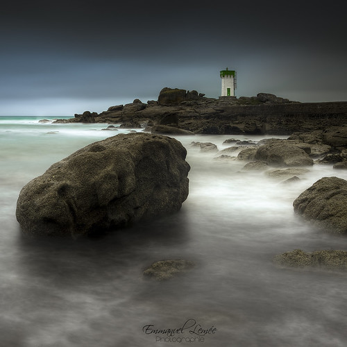 longexposure lighthouse france water photoshop nikon europe raw bretagne atlantic breizh filter armor pointe nikkor phare hdr emmanuel lightroom bzh 18105 finistère filtre atlantique océan nd400 photomatix trévignon poselongue lemée trégunc d7000 pecoreproduction