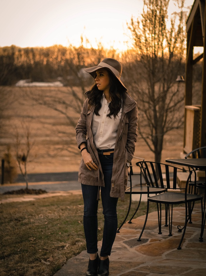va darling. dc blogger. virginia personal style blogger. skinny jeans. ralph lauren oxford. wool floppy hat. lightweight anorak. black ankle booties. 3
