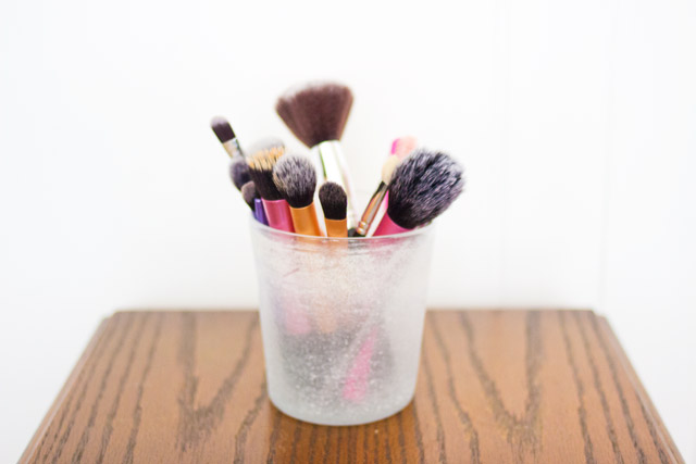 ways to store make-up brushes
