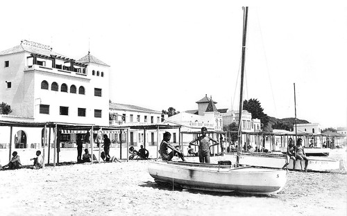 Vista de la platja, davant l'hotel Maricel. Anys quaranta.