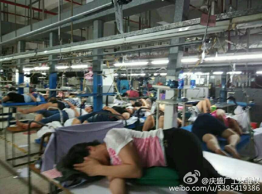 工人佔據車間,防止資方搬走器材。(圖片來源:慶盛工友維權故事)