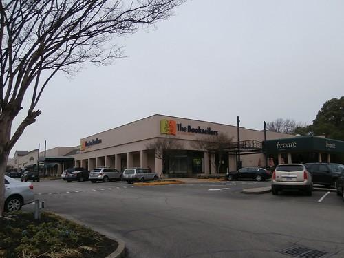 2000s bookstore closed independent labelscar laurelwood liquidation memphis outofbusiness poplarave retail tennessee tn unitedstates usa