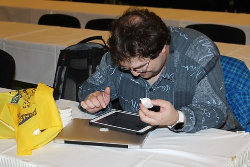Marek Salaba připravuje navigaci v interiéru pomocí aplikace RightHear