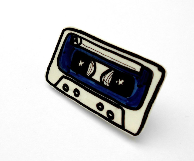 blue music cassette brooch 02