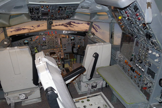Flight instruments: Boeing 727-200 series airliner
