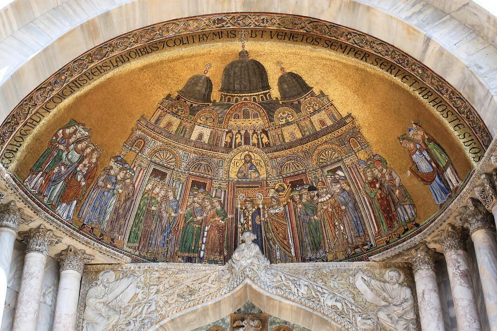 El mosaico del traslado del cuerpo de San Marcos, en el exterior de la basílica. Cortesía de Andy Hay