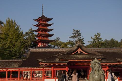 拝殿と五重塔
