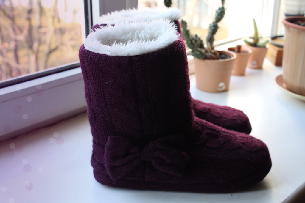 Purple home booties from H&M, very warm and fuzzy home slippers, review on H&M