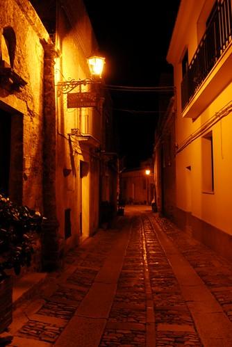 夜晚的西西里街道,透露著靜謐氣氛。攝影:范欽慧。