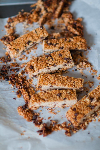 chocolate chips granola bars