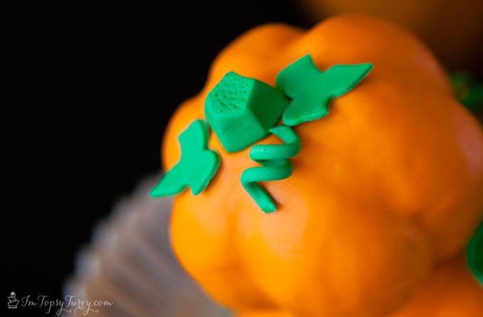Mickey-mouse-cake-pumpkin-ear
