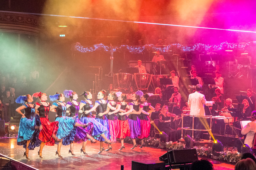Christmas Spectacular @ Royal Albert Hall: Can can girls