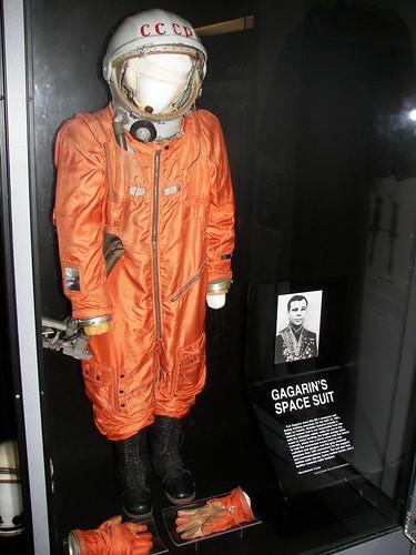 pakaian astronot