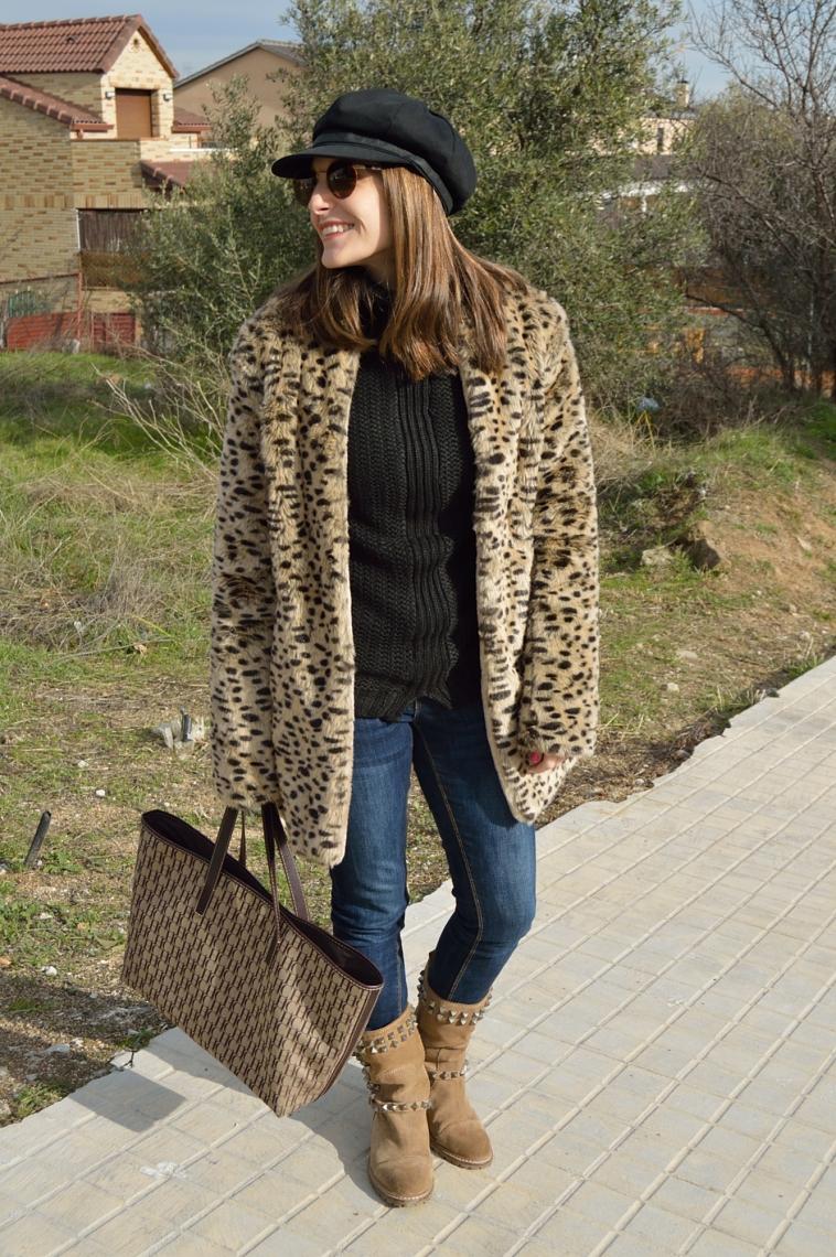 lara-vazquez-madlula-style-leo-coat-black-brown-outfit