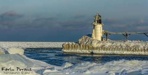 morning blue lighthouse cold st sunrise pier michigan janary 2014 kevinpovenz josephmichiganwest michigansimtersnowicewaterlake