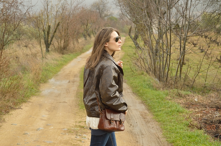 lara-vazquez-madlula-blog-fashion-vintage-brown-aviator-mood