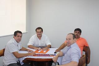 Valdecir Duzzi, ao centro, é pré candidato a estadual pelo partido