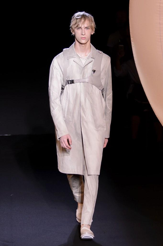 Dominik Sadoch3410_SS16 Paris Wooyoungmi(fashionising.com)