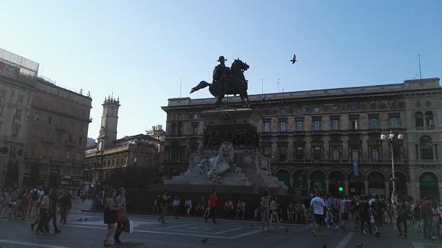 Der Domplatz mit der Reiterstatue für Vittorio Emanuele II.