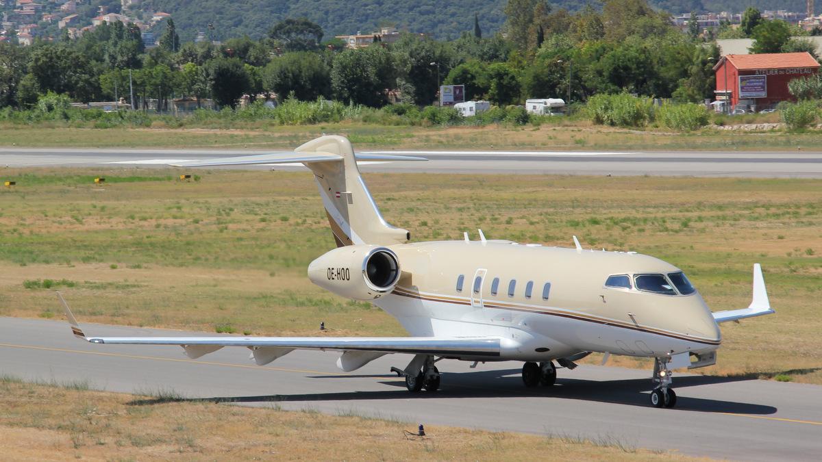 Aéroport de Cannes-Mandelieu [LFMD-CEQ] Juillet 2015   20133914165_4c3567a118_o