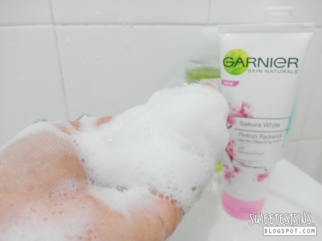 garnier sakura white pinkish radiance gentle cleansing foam swatch lather with face wash net