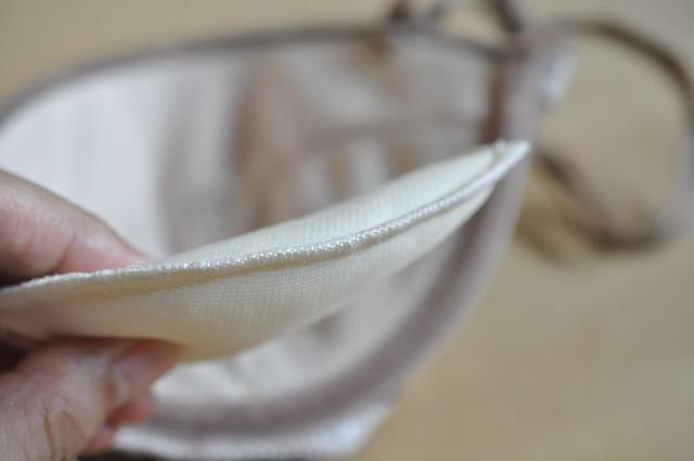 セシール エアリーシームレスブラ 1/2カップ フィラメージュ