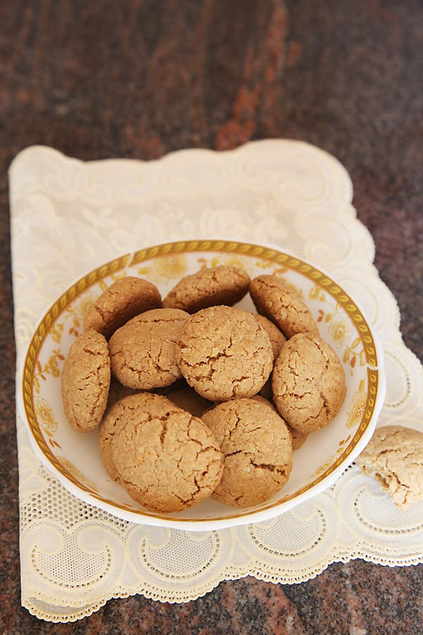 Eggless Wholewheat Oat Cookies