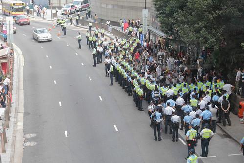 長毛示威,被警方禁止前進,停在皇后大道匯豐對出
