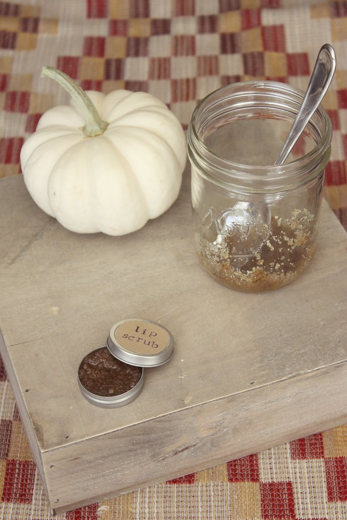 DIY pumpkin lip scrub