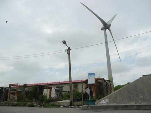 距離過近的風力發電機,圖片來源:苑裡反瘋車自救會臉書專頁