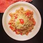 quinoa mit paprika und alfalfa
