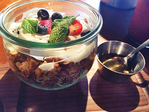 Earls granola parfait