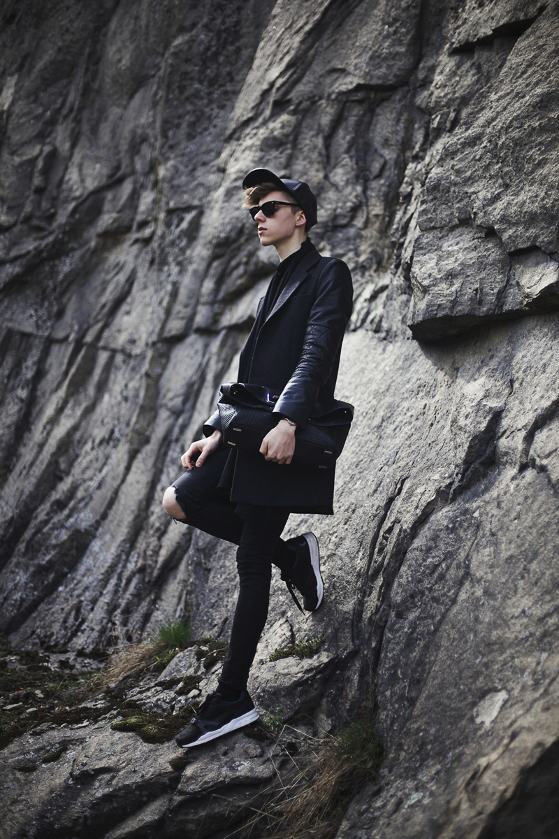mikkoputtonen_blog_finland_fashion_blogger_style-outfit_eastdane_marcbymarcjacobs_leather_cap_calvinKlein_bag_puma_sneakers_web
