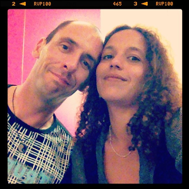 Cheri et moi hier soir car c'était anniversaire d'un ami.  J'ai finis au Champagne coucher à 5h du matin. Oui moi mdr