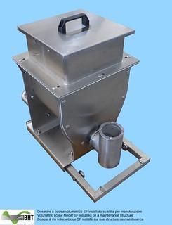 Dosatore volumetrico SF su slitta di manutenzione