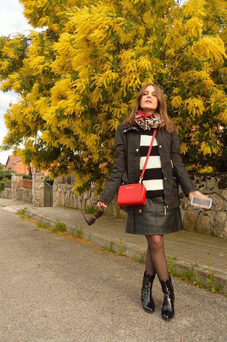 lara-vazquez-madlula-blog-look-black-white-red-bag