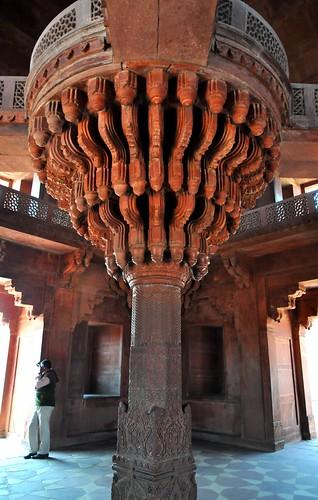 Fatehpur Sikri. Diwan-i-Khas (India). Columna central