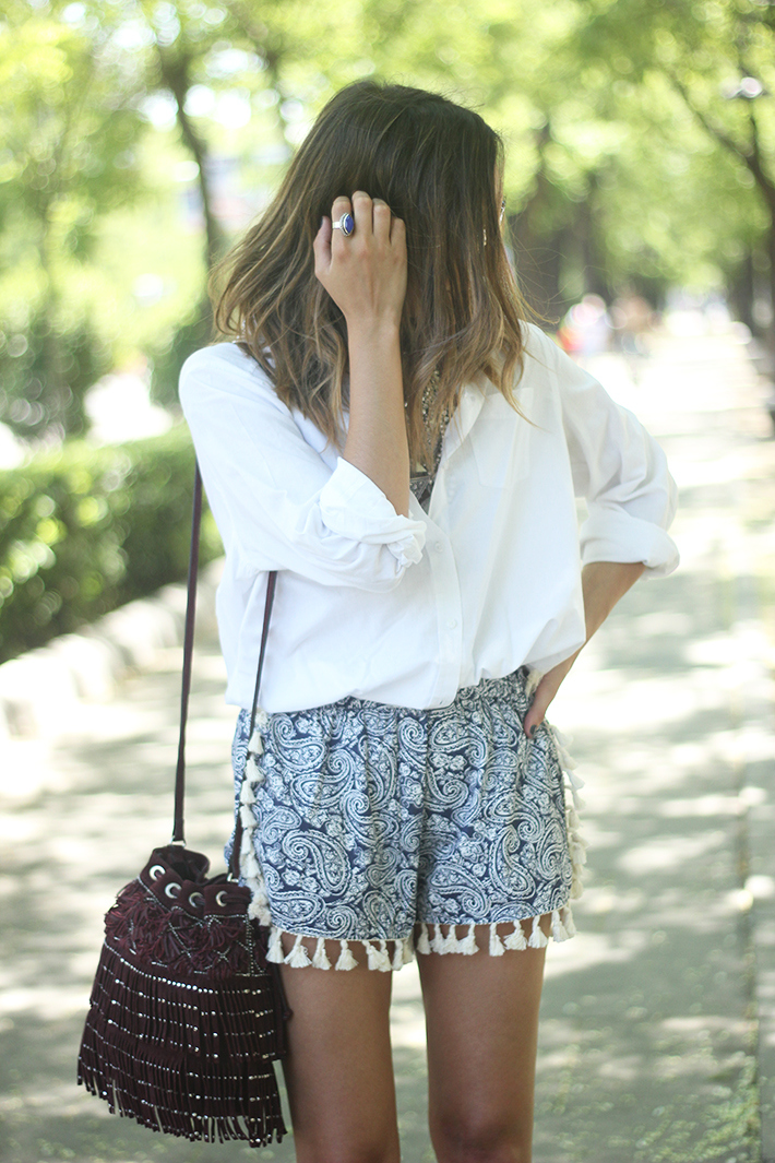 Blue Shorts White Shirt Summer Outfit09