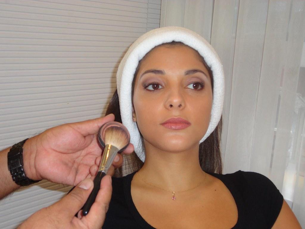 como afinar o rosto com maquiagem pele morena